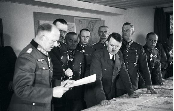 Suurvaltapolitiikkaan kytkeytyneen Suomen oli pakko tehdä yhteistyötä Saksan rinnalla jatkosodan aikana, sillä Neuvostoliitto olisi hyökännyt sekä Suomeen, että Saksaan joka tapauksessa. Silloista tilannetta ei voida verrata nykyiseen Suomen ulkopoliittisiin olosuhteisiin.
