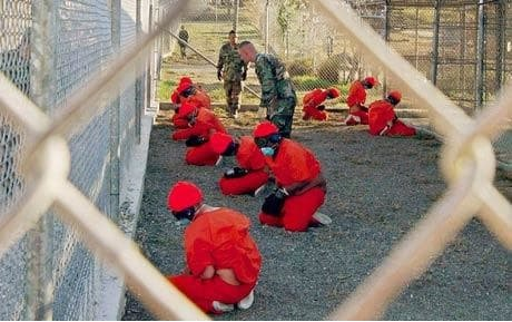 """Guantanamo Bayn vankileiri on Yhdysvaltojen laivastotukikohdassa Guantanamo Bayssa Kuubassa sijaitseva vankileiri, joka perustettiin """"terrorismin vastaisen sodan"""" yhteydessä."""