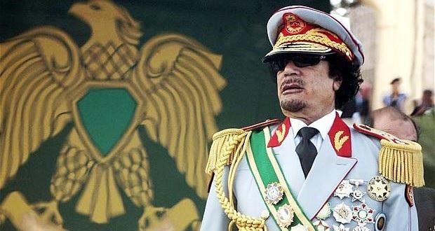 Muammar Gaddafi toimi kansanedun mukaisesti suunnitelmassaan, jonka pyrkimyksenä oli irrottaa Afrikka IMF:n kaltaisten pankkien kuristusotteesta. Gaddaf kannatti myös suoraa demokratiaa, kuten hän Vihreässä kirjassaan osoittaa.