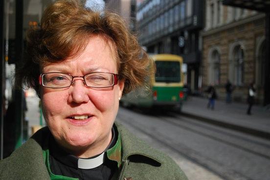 """Naispiispa Irja Askola: """"Homoliitot siunattava kirkossa"""""""