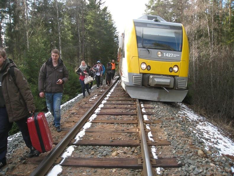 Jatkuvat myöhästymiset, kiskoilta suistumiset sekä rikkinäiset opasteet ovat saaneet myös matkustajat vaatimaan Ruotsissa kansallisen rautatieliikenteen palauttamista takaisin valtiolle. Onko tämä myös Suomen tulevaisuus?