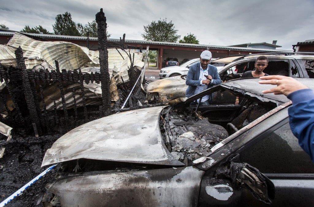 Poltettuja autoja jossakin länsi-Ruotsissa.