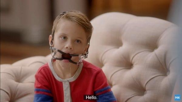 """The Mick -nimisessä sarjassa 6-vuotias """"transupoika"""" puhuu """"vaginastaan"""" ja pukeutuu sadomasokistiseen suukapulaan."""