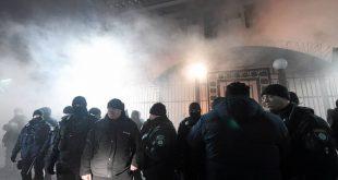 Poliisia Venäjän Kiovan lähetystöllä