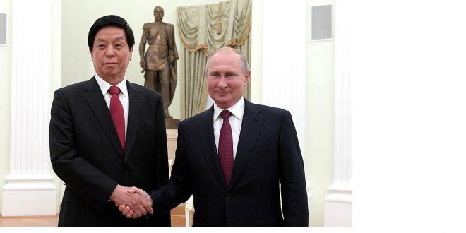 Kiinan kolmosmies Li Zhanshu ja Venäjän presidentti Vladimir Putin.