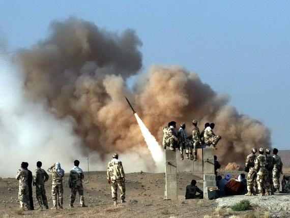 Iran iski vastottain USA:n Irakin-tukikohtiin ballistisilla ohjuksilla. Kuva on sotaharjoituksista.