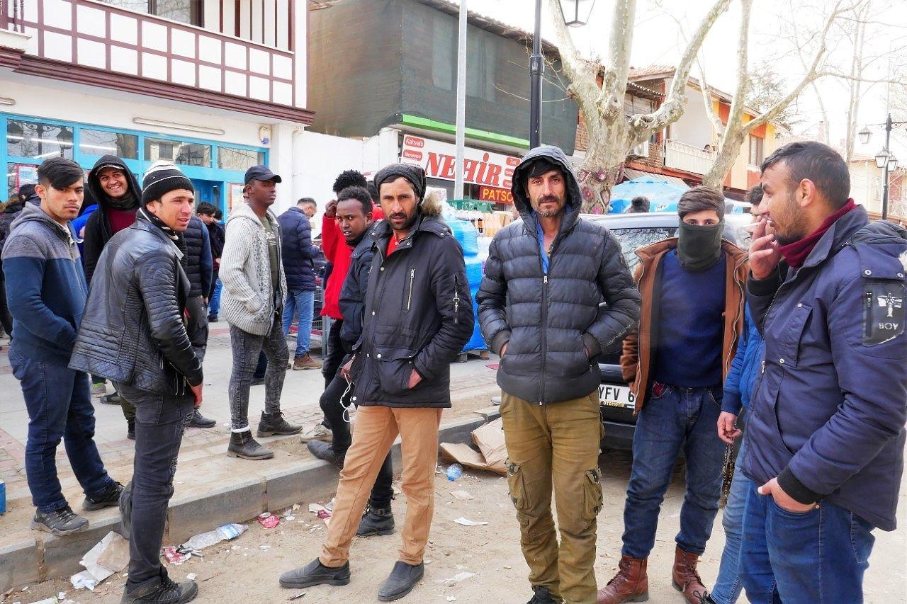 """""""Turvapaikanhakijat"""" ovat pääsääntöisesti nuoria miehiä. Kuvassa Syyriasta, Irakista ja Afganistanista kotoisin olevia nuoria miehiä. Kuva Vuokko Pentzin"""