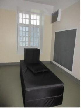 Kuva: Osasto 4 eristyshuone Niuvanniemen sairaalassa.